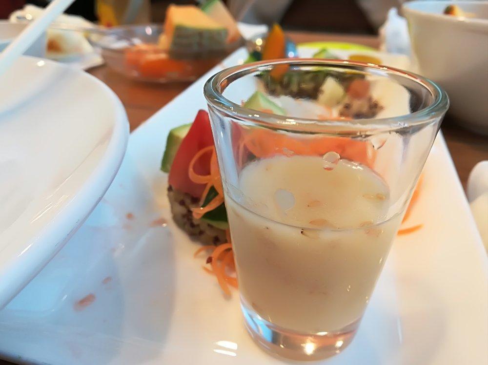 にんじんラペと生野菜 塩こうじドレッシング
